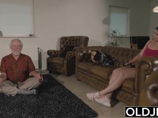 Секс видео с дедом и молодой девушкой - ретро-порно для возбуждения