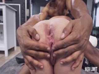 Порно видео зрелой дамы со здоровым негра