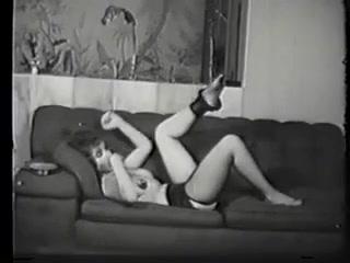 Мамаша любит секс, а её большие дойки возбуж